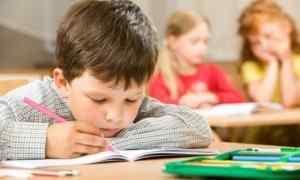 Почему у ребенка может болеть голова