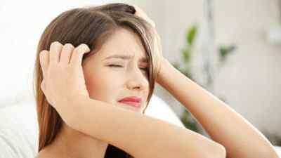 Почему болит макушка головы и кружится голова: причины и методы борьбы