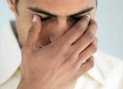 Если головная боль отдает в глаз: причины, что делать