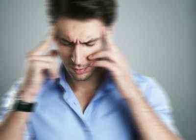 Основные причины, почему у человека кружиться голова, его шатает