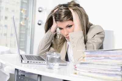 Почему болит голова от напряжения и как устранить недуг