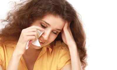 Головная боль и повышенное слёзотечение – почему возникает проблема