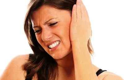 Болит голова и стреляет в области уха – причины и лечение