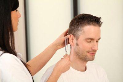 Почему появляется двусторонний шум в ушах