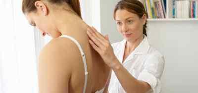 Массаж шейно-затылочной части при возникшей головной боли напряжения