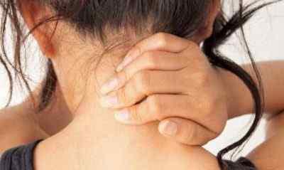 Боль в шее отдает в голову причины боли в шее и голове