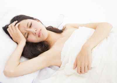 Почему болит голова, когда долго спишь, и как бороться с этим недугом