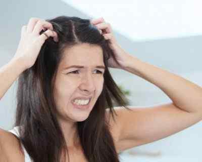Почему болит кожа головы, и волосы выпадают вместе с корнем