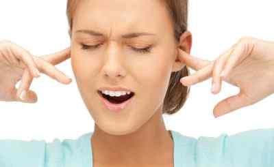 Болит голова и закладывает уши: возможные причины