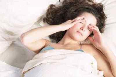 Почему болит голова ночью во время сна причины и решение проблемы