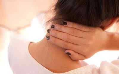 Почему болит шея, и не могу свободно повернуть голову