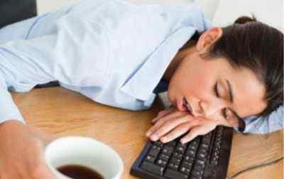 Болит голова или шея. Ночью – бессонница, днём – сонливость. Это – предупреждение