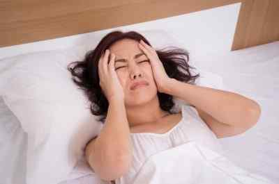 Причины головной боли у женщин как лечить дома и когда нужно срочно обратиться к врачу