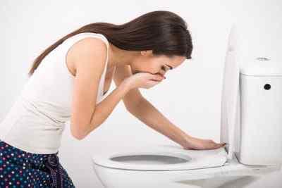 Постоянный голод или потеря аппетита, тошнота, чувствительность к запахам