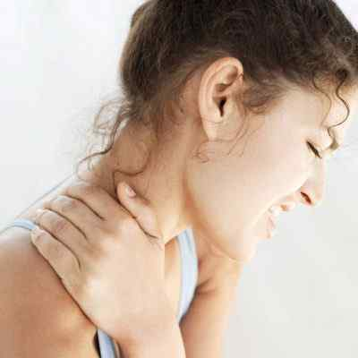 Что делать если болит шея и невозможно повернуть голову