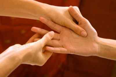 Точки на руке и теле от головной и боли и других недугов