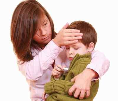 У ребёнка болит голова, повышенная температура и рвота – в чём причины
