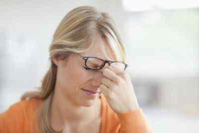 Может ли болеть голова от очков и линз
