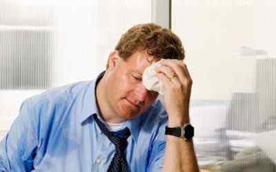 Болит голова и сильное потоотделение - причины и рекомендации