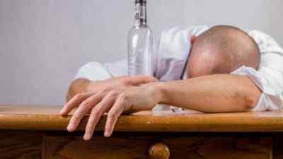 Выпить что-то алкогольное или не стоит