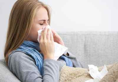 Почему болит голова при насморке